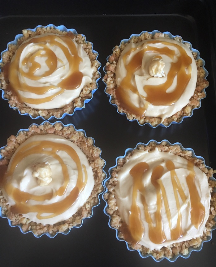 4 mini salted caramel cheesecakes
