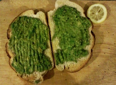 Avocado toast with lemon
