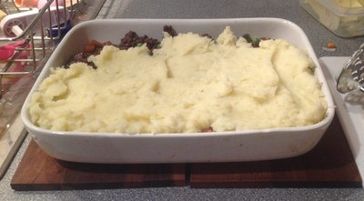Cottage pie, mashed potatoes mince beef peas