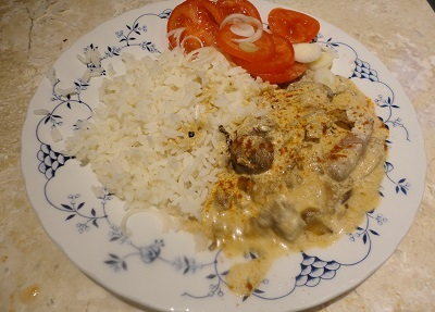 Serve sprinkled with more paprika and accompanied with boiled rice and a tomato and onion salad