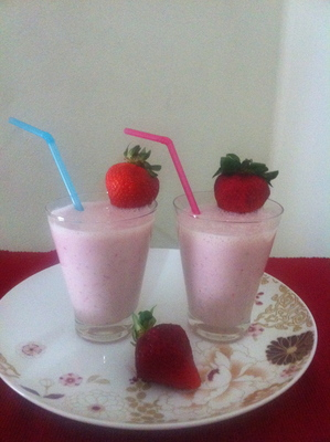 Strawberry and banana smoothies - great treats all round