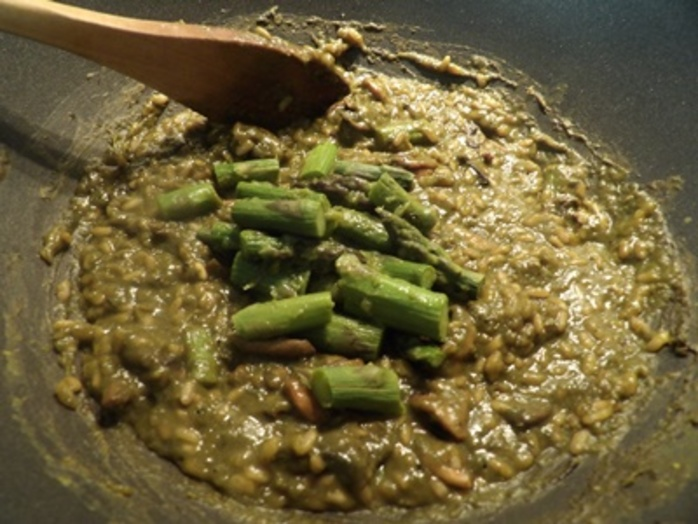 adding,asparagus,back,to,risotto,mixture
