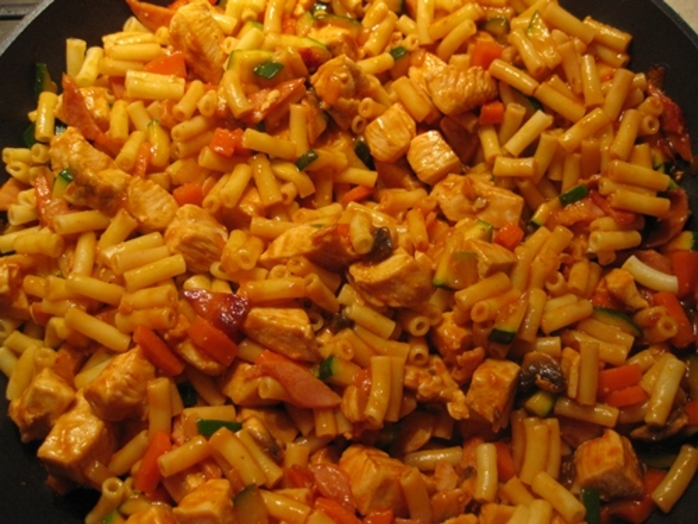 cooking,chopped,bacon,for,macaroni,chicken