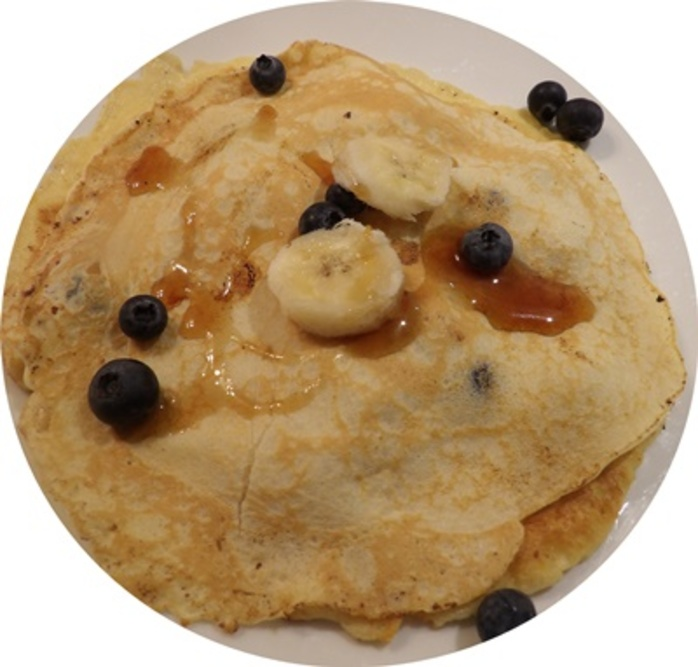 adding,fruit,to,crepes