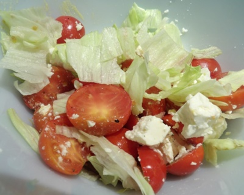 adding,lettuce,to,salad
