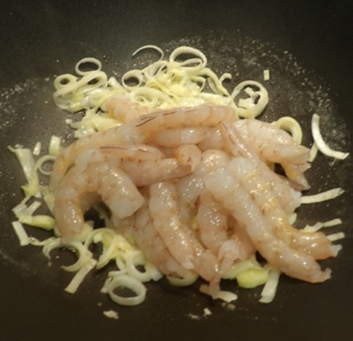 adding,prawns,to,leeks