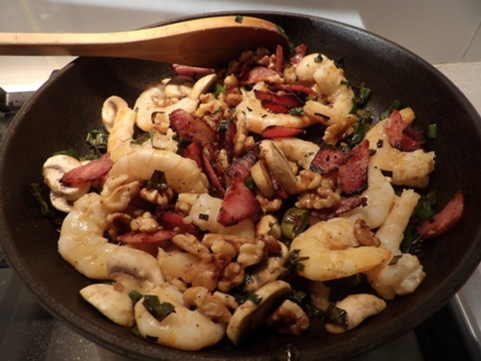 cooking,bacon,and,walnuts