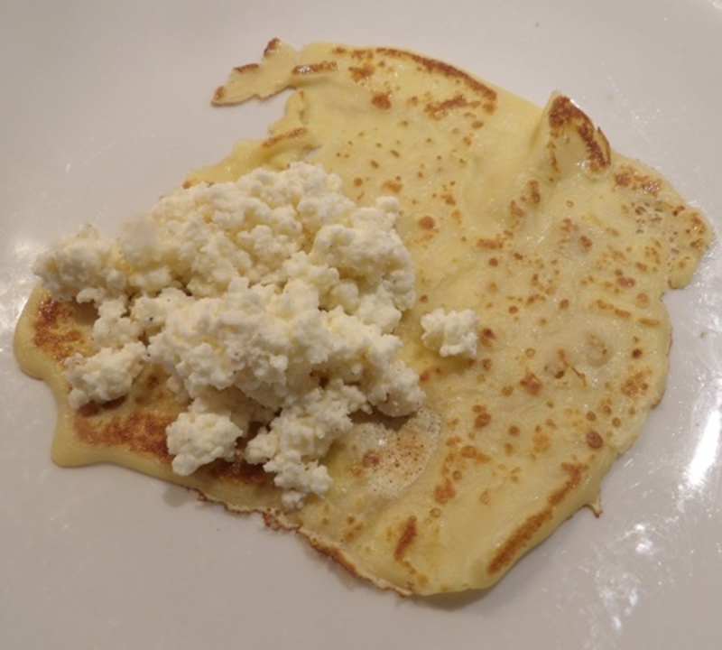 cutting,oranges,into,thin,slices