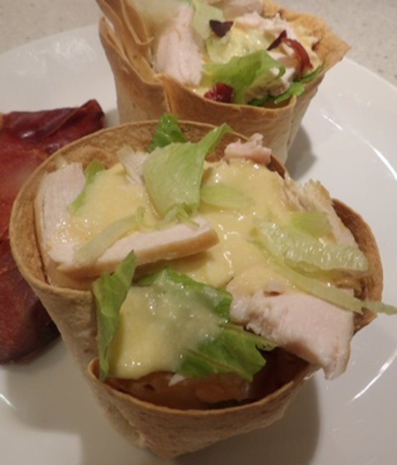 adding,salad,dressing,to,baskets