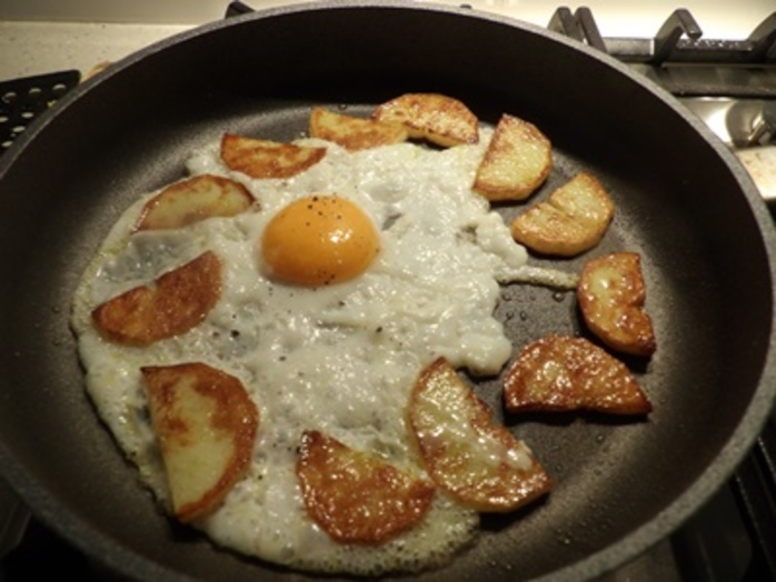 cooking,potatoes,and,egg