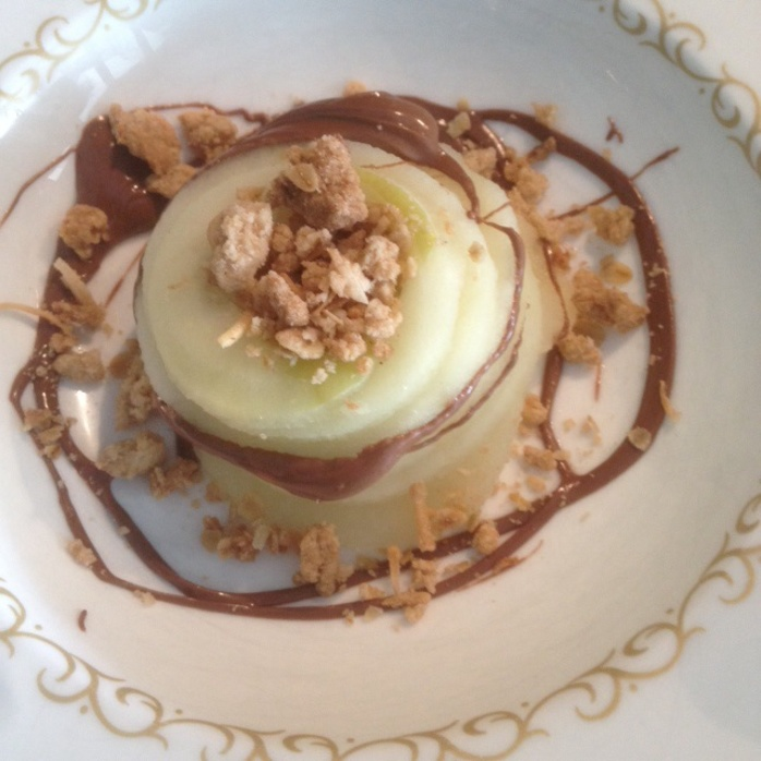 Apple with crumble topping
