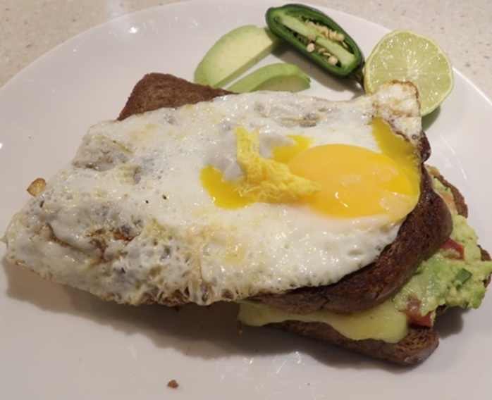 avocado,with,egg