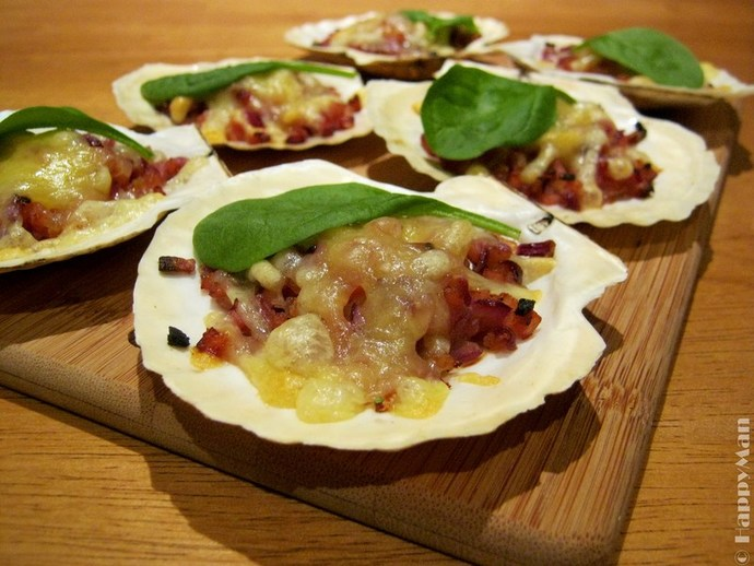 Baked Scallops with Cheese, Bacon & Onion