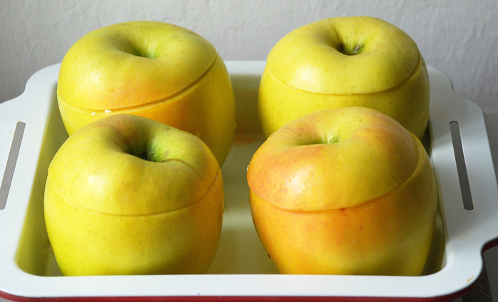 Baked Apples with Cheese