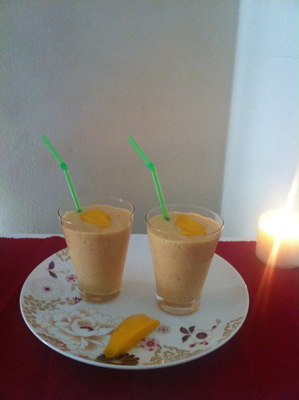 banana, mango, strawberry, smoothie