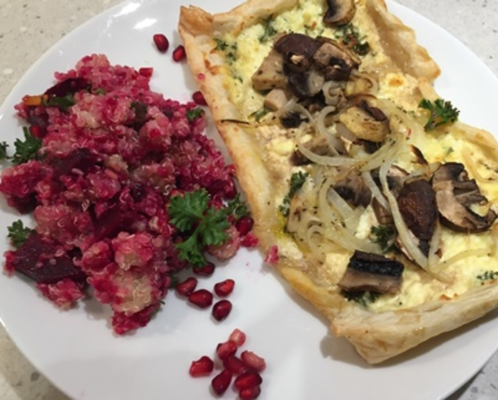 beetroot,quinoa,salad,served,with,mushroom,tarts
