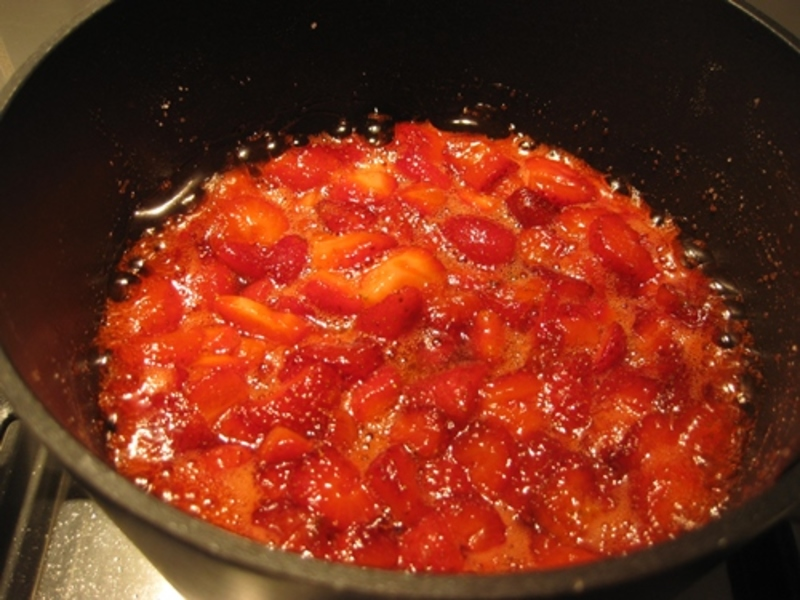 melting,sugar,for,jam