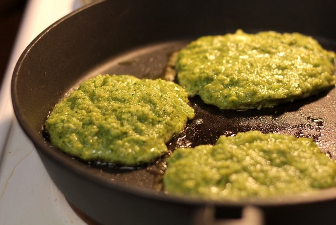 Broccoli fritters, frypan cooking