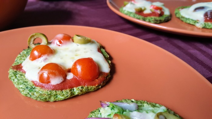 Broccoli crust pizzettes