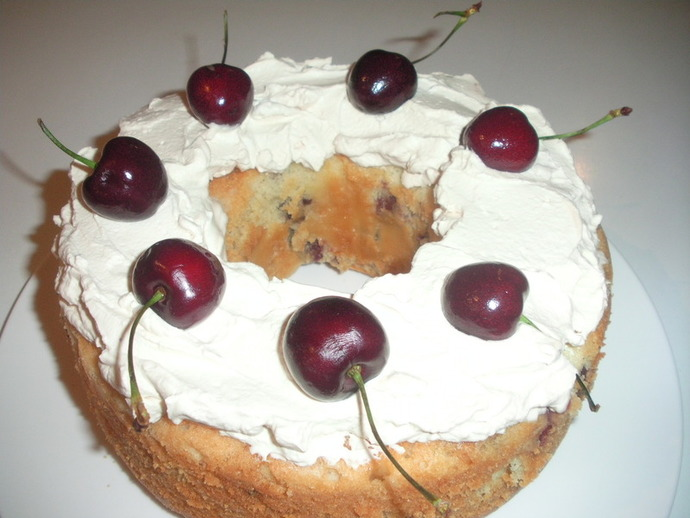 cake,cherry and white chocolate cake,cream,cherries