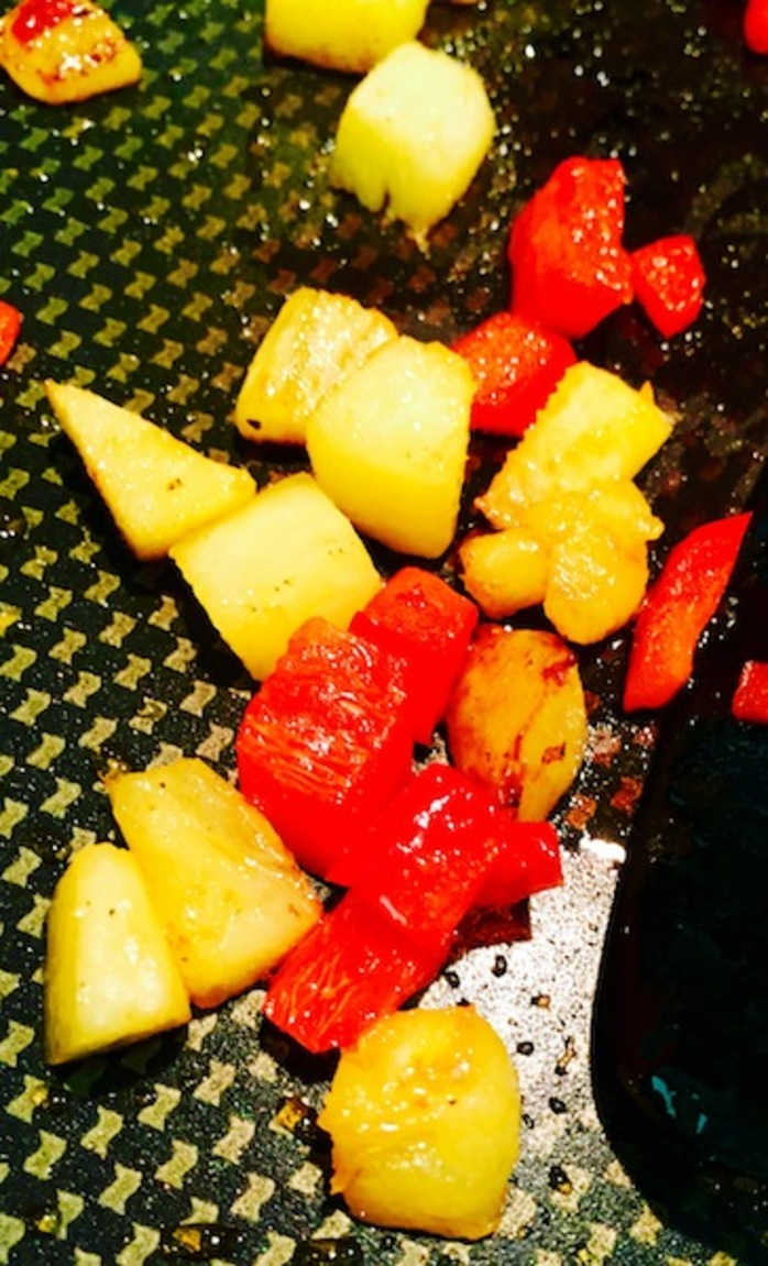 Caramelised pineapple and capsicum for the Thai Pineapple Fried Rice