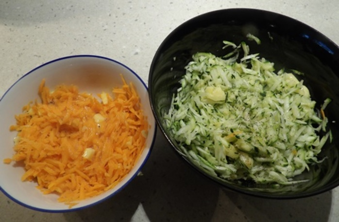 carrot,and,zucchini,with,mozzaerlla