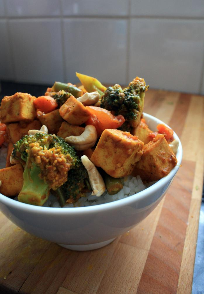 Cashew and vegetable curry