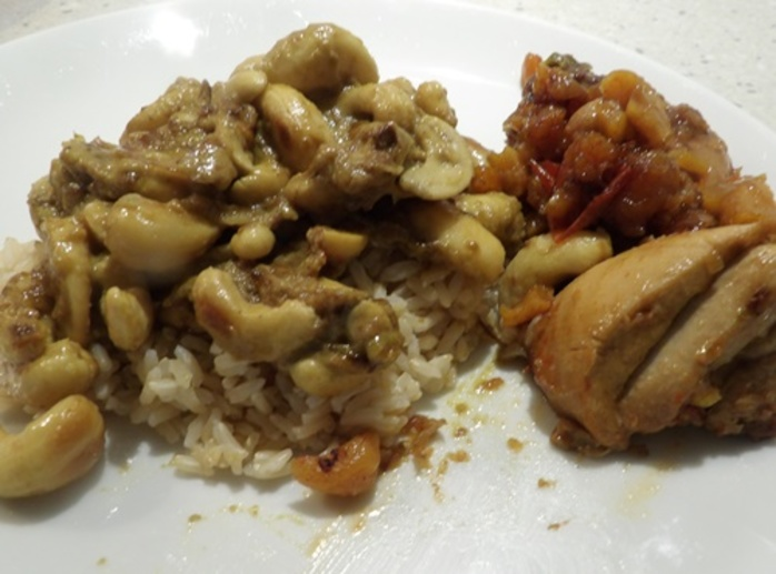 cashew,curry,served,with,spicy,chicken
