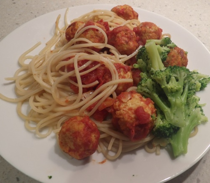 chicken,balls,with,spaghetti