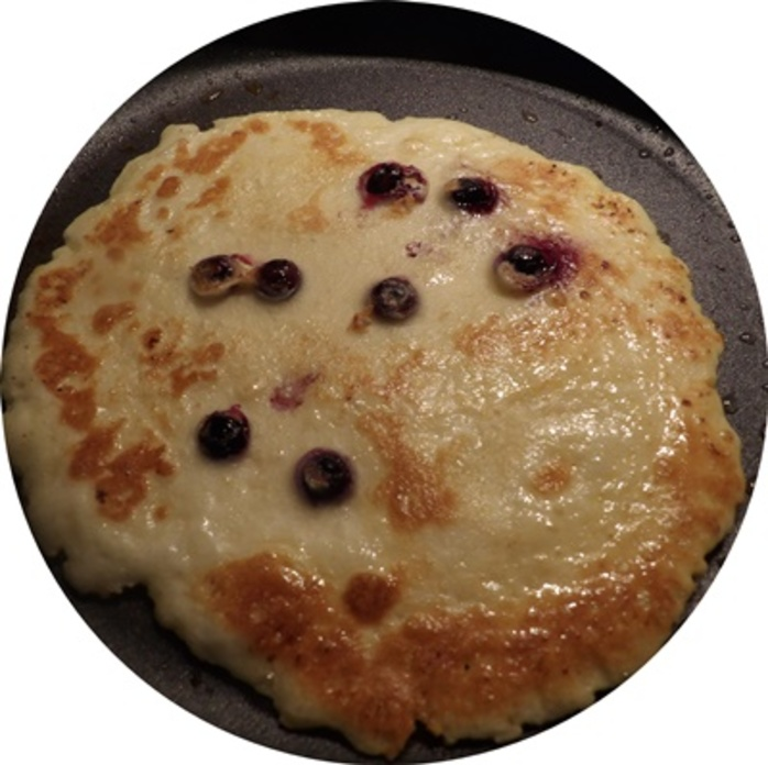 cooked,blueberry,crepe