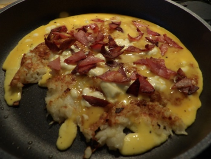 cooked,hash,brown,omelette,with,bacon,and,cheese