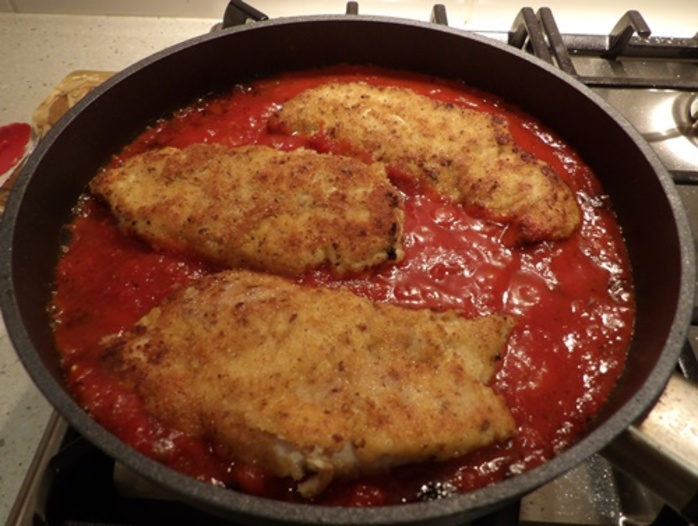 cooking,chicken,parmigiana,in,chilli,tomato,sauce