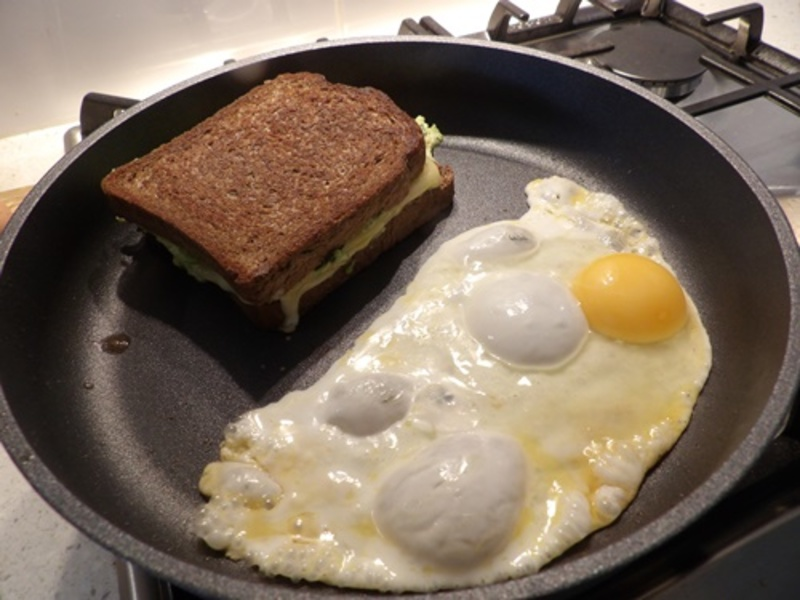 putting,butter,on,bread