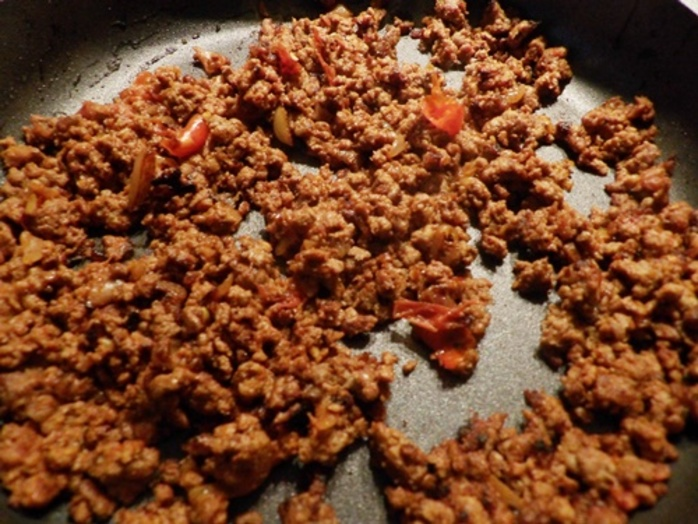 cooking,mince,meat,for,lasagna,cupcakes