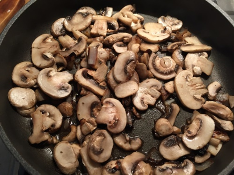 cooking,mushrooms,for,chicken,ragout