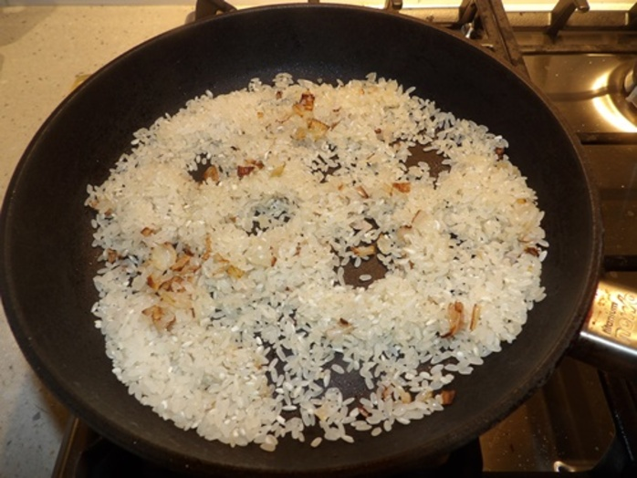 cooking,onions,and,adding,rice
