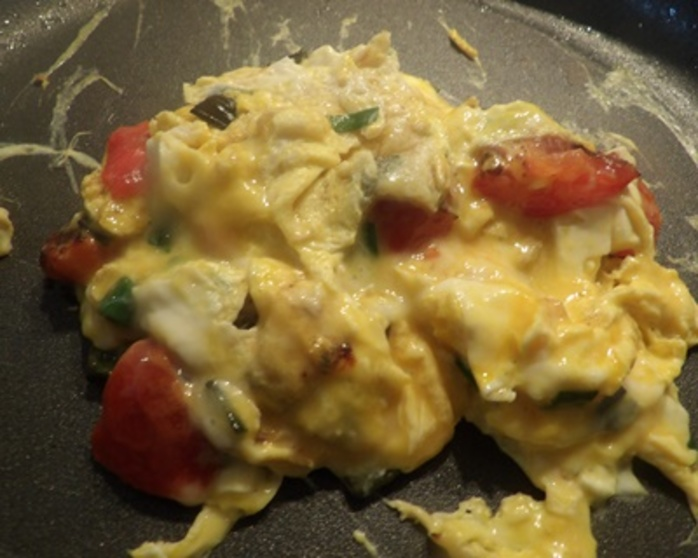 cooking,scrambled,eggs