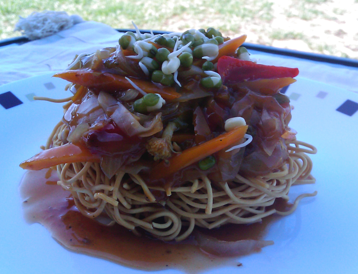 Crispy noddles in sweet n sour sauce