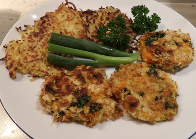 curried,salmon,patties,with,potato,and,carrot  - Curried Red Salmon Patties with Reibekuchen