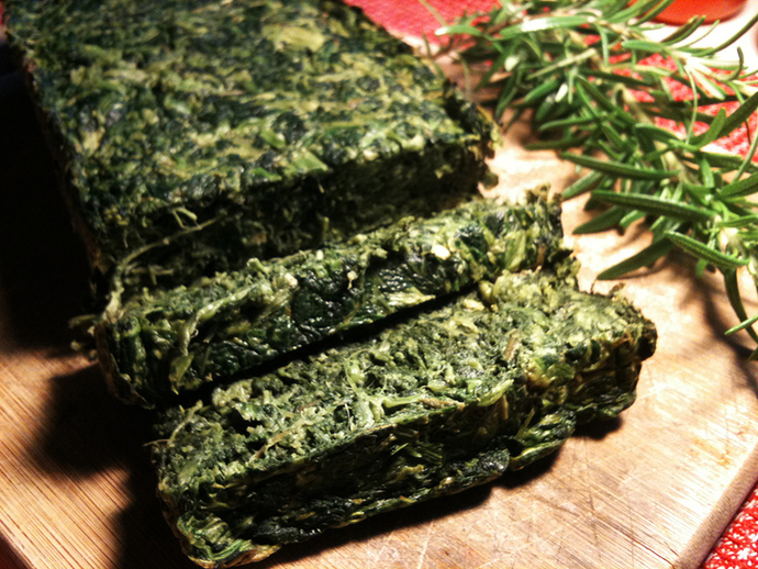 Cutting spinach loaf, spinach bread slices