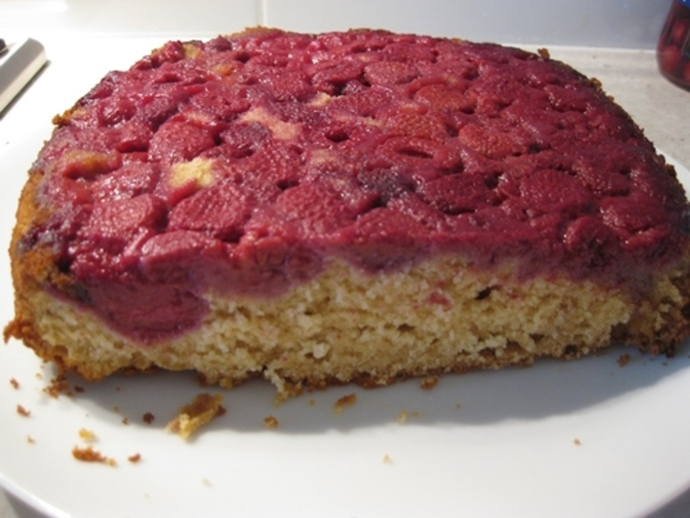 cut,upside,down,raspberry,cake