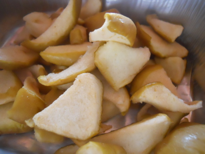dried apple, apple pieces