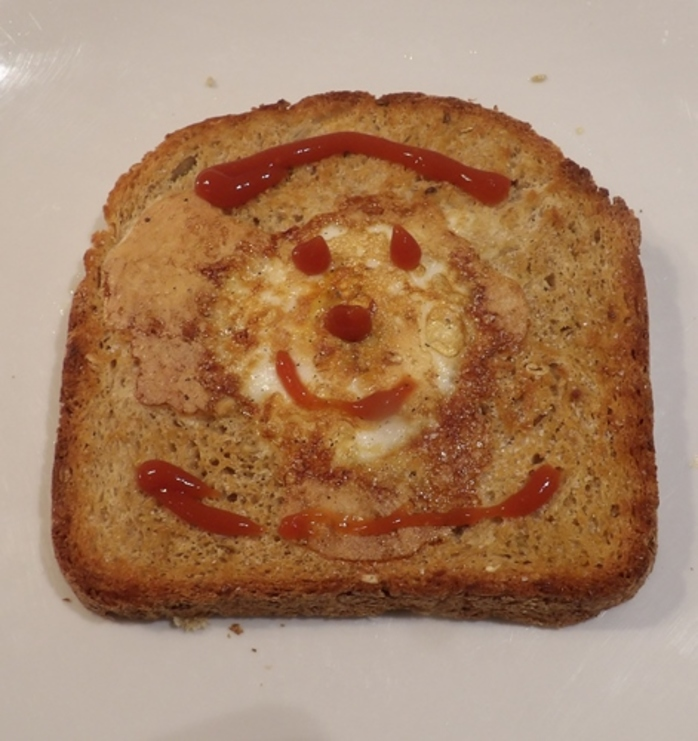egg,faces,in,toast