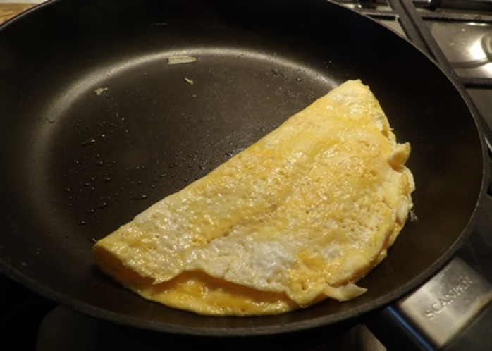 adding,cheesed,to,egg,pancake