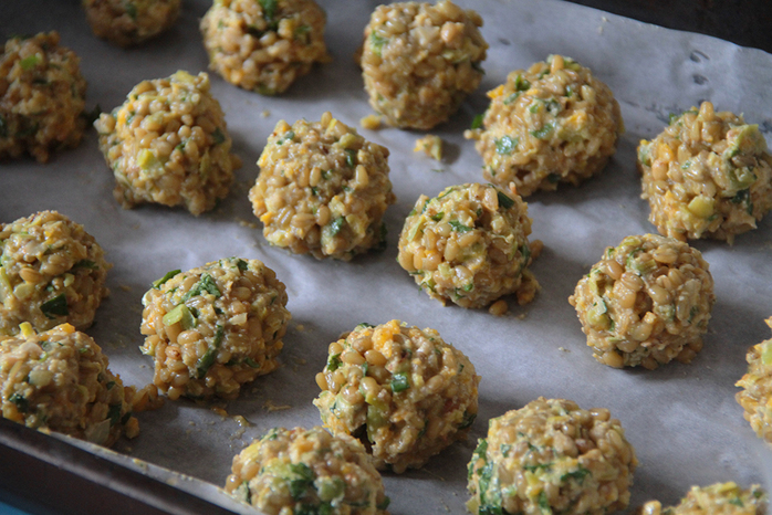 Freekeh balls with leek, pumpkin and chickpea flour
