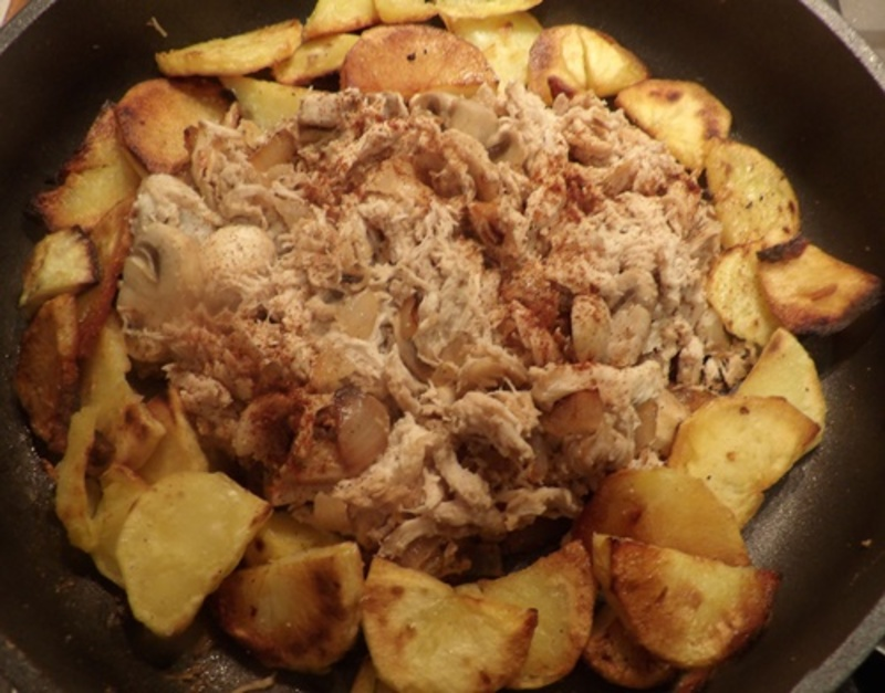 fried,potatoes,with,mushrooms,and,sour,cream