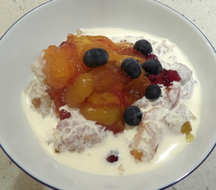 fruit,jelly,with,cream