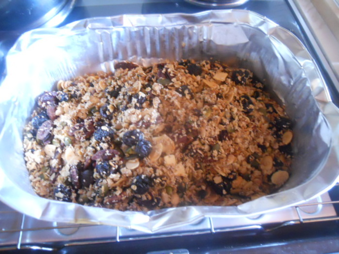 granola, coconut, nuts, almonds, pecans, porridge oats, raisins, currants