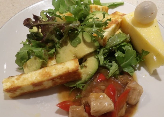 halloumi,and,avocado,salad,with,rocket
