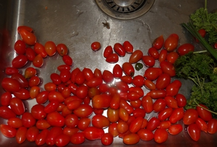 home,grown,tomatoes,used,for,vegetable,sauce